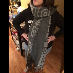 NWT VS PINK SCARF ONLY Gray LEFT